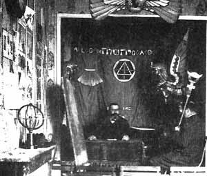 Papus dans l'arrière boutique de la Librairie du merveilleux